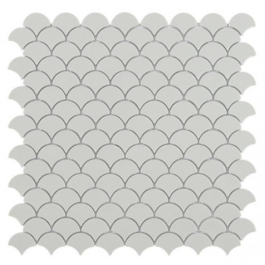 Mosaïque Soul écaille 3,6x2,9cm Light Grey (gris clair) mat sur trame nylon 32,4x31,7cm réf 6110S